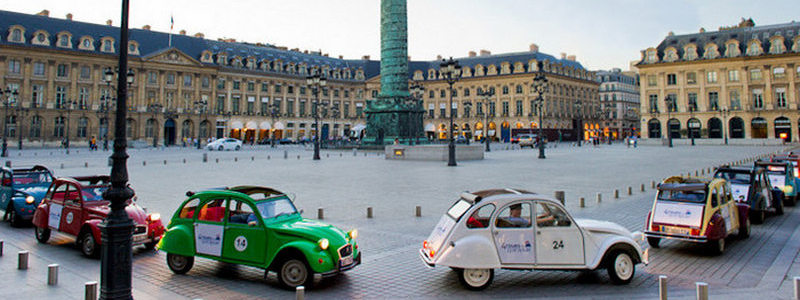 Paris attractions - Tour by retro car and lunch on Eiffel Tower